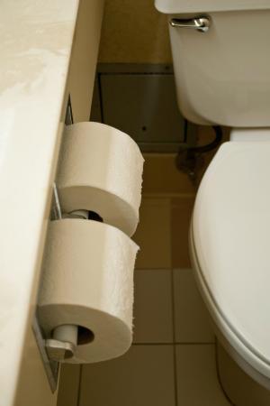 Fairfield Inn Zanesville: Tight squeeze in the bathroom!