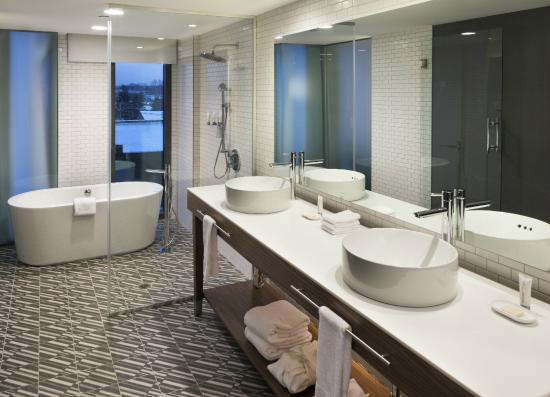 Le Meridien Columbus, The Joseph: Deluxe Executive Suite Bathroom