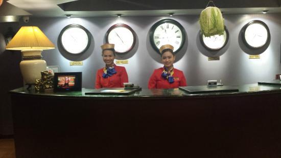 Royal Bellagio Hotel: Lobby Front Desk