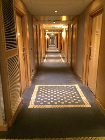 Hyatt Regency Nice Palais de la Mediterranee: Un couloir des chambres