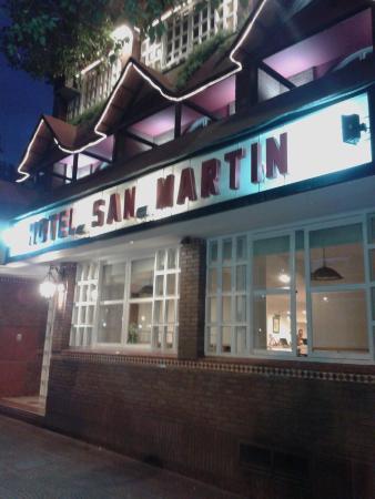 Hotel San Martin: Frente del Hotel