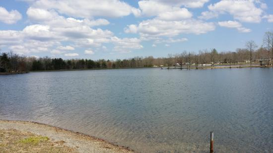 Deer Run RV Resort: Lake