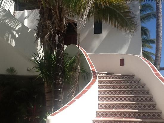 Pelicano Inn : stairs to 201-203
