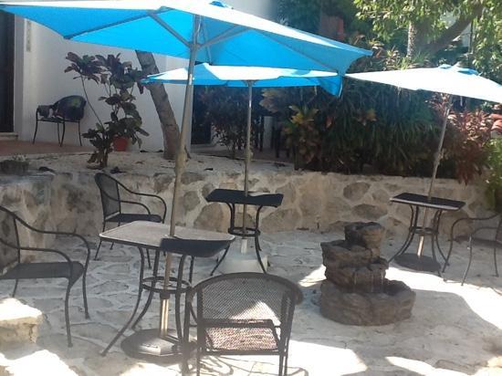 Pelicano Inn : patio