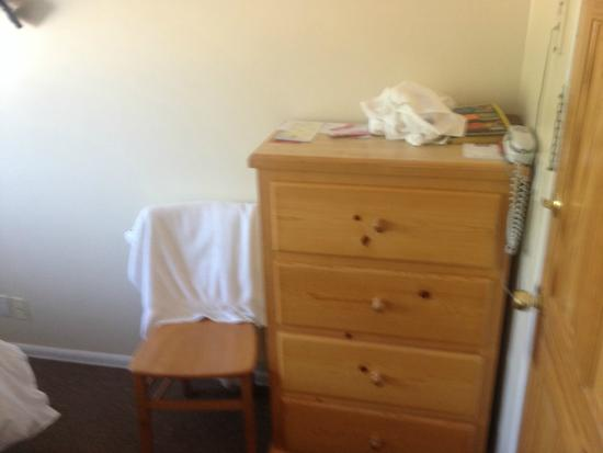 Ocean Park Hotel: Drawers. Not every room had them, or a chair.