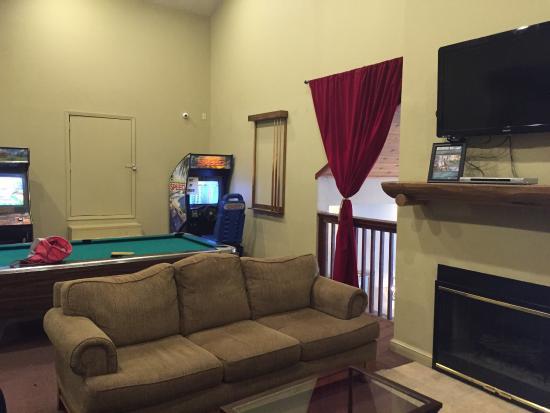 Forest Suites Resort at Heavenly Village : Game room