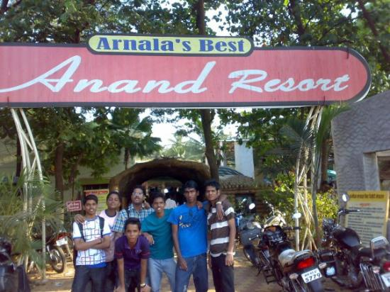 Virar, อินเดีย: Our Group at Anand Resort Gate