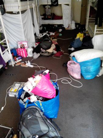 Easy Go Backpackers: 10 bed messy room