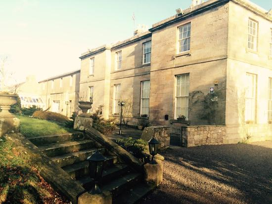 Marshall Meadows Country House Hotel: Sunny February day. Lovely grounds.
