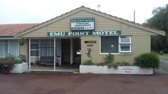 Emu Point Motel & Apartments: Front Office