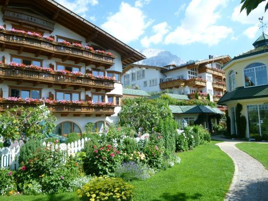 Alpenresort Schwarz: Harmonie der verschiedenen Häuser