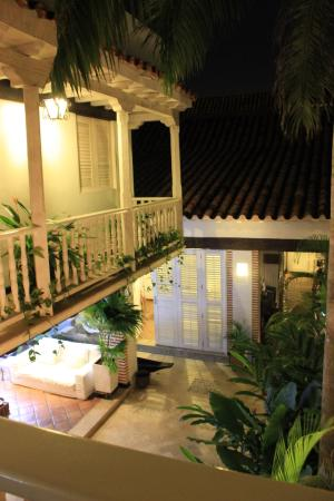 Casa Santa Ana: View from outside our room overlooking the open air lounge and breakfast area