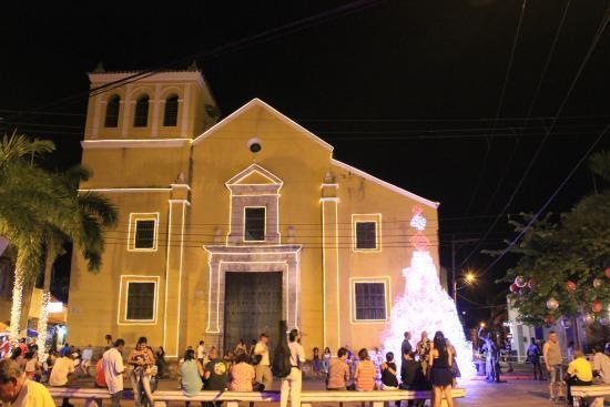Casa Santa Ana: Nearby plaza at night