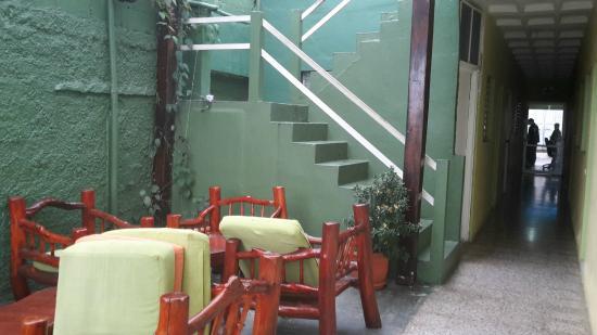 Green World Hotel: Frühstücksbereich und Treppe zur ersten Etage
