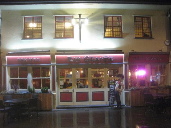 Rio Grande Tex Mex Bar and Grill: The outside at night