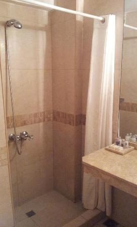 Cordoba 860: shower
