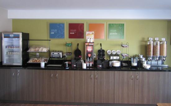 Comfort Inn Cobourg: Breakfast Room