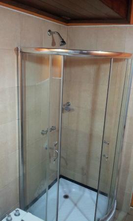 Petit Hotel Si Mi Capitan: shower