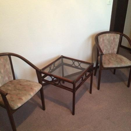 Hotel Primas: Some chairs in the room