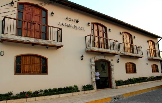 Hotel La Mar Dulce: Hotel Entrance