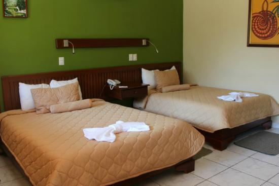 Hotel La Mar Dulce: Our Room
