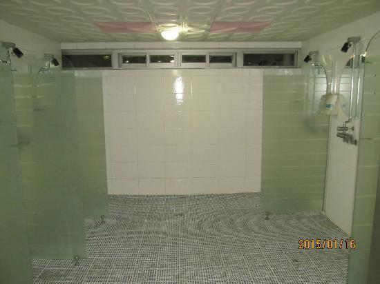 Busan Youth Hostel Arpina: 共用シャワー3
