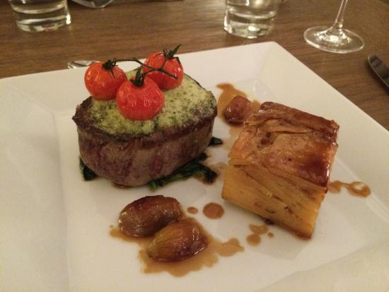 The Norfolk Mead Hotel: Fillet steak with dauphinoise and garlic butter.