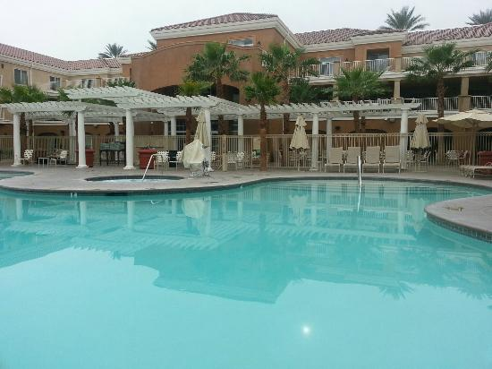 Homewood Suites by Hilton La Quinta: Relaxing by the pool