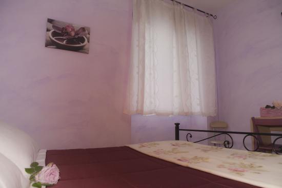 Camere La Basilica : Camera Lilla