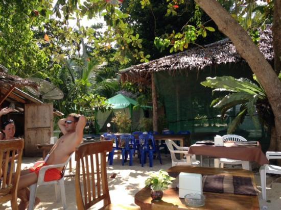 Koh Ngai Camping Restaurant: tavoli