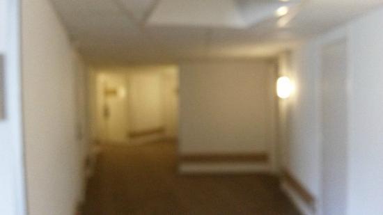 Riva Bella Hotel: couloir