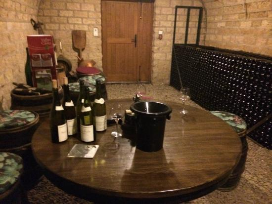 Burgundy on a Plate : Second stop: Tasting in a wine cellar