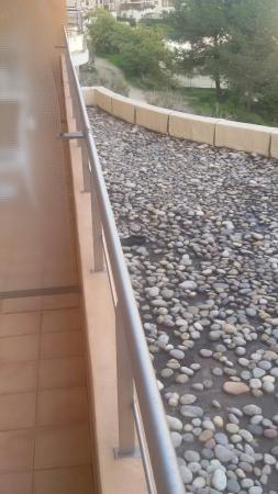 Hotel Regina: la vue depuis ma terrasse.....vieille chaussure ....entre autre