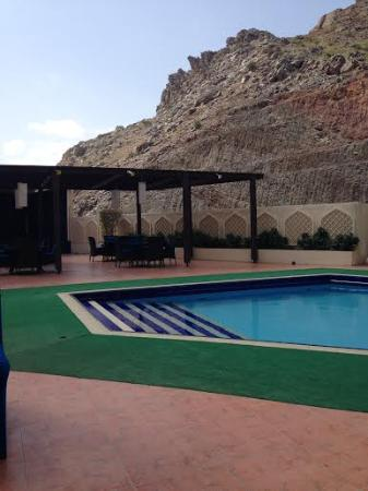 Tulip Inn Downtown Muscat: Pool, patio and lovely mountain