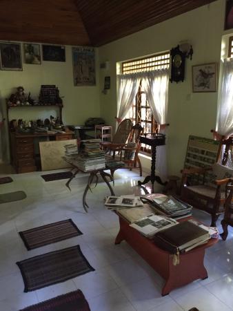 Sinharaja Rest: Living room