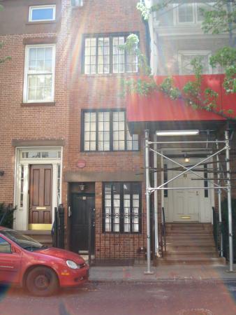 La plus petite maison de tout ny picture of 75 1 2 bedford street new york - Photo de petite maison ...