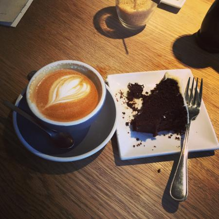 Hot Numbers Coffee: 8oz flatty and Guinness chocolate cake. Cannot fault either - they were marvellous.