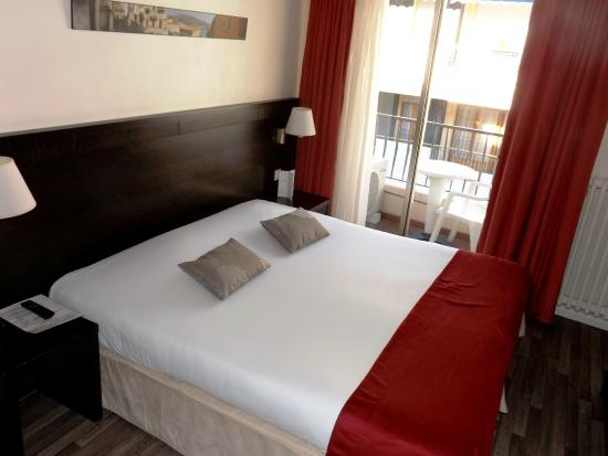 CHAMBRE DOUBLE STANDARD DOUBLE STANDARD ROOM - Bild von Hotel ...