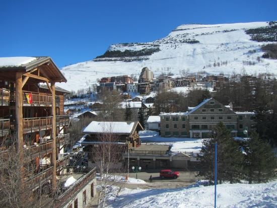 """Hotel Jam Session: View of """"le village"""" from """"la Vallée Blanche"""" lift"""