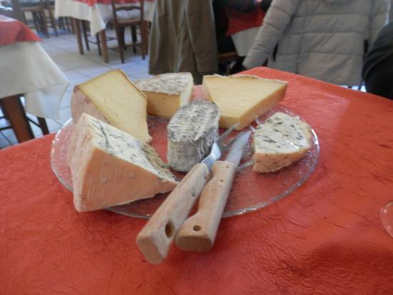 Auberge Le Pitsounet : plateau de fromages menu à 23