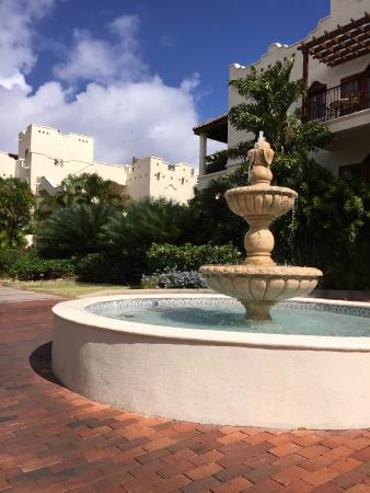 Cap Estate, เซนต์ลูเซีย: Front Entrance Water Fountain - Sets the Mood!