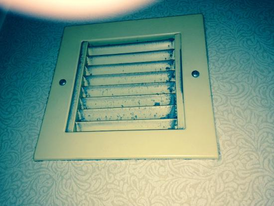 Cleveland Airport Hotel: Bathroom vent