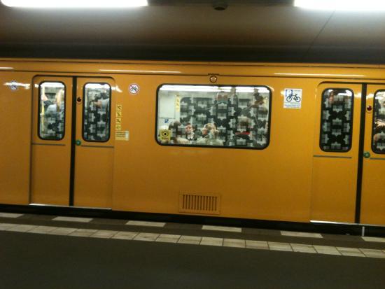 Hotel Transit Loft: metro em Berlim