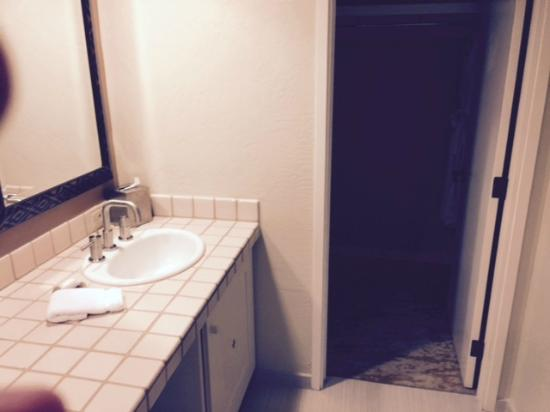 The Wigwam: Bathroom View