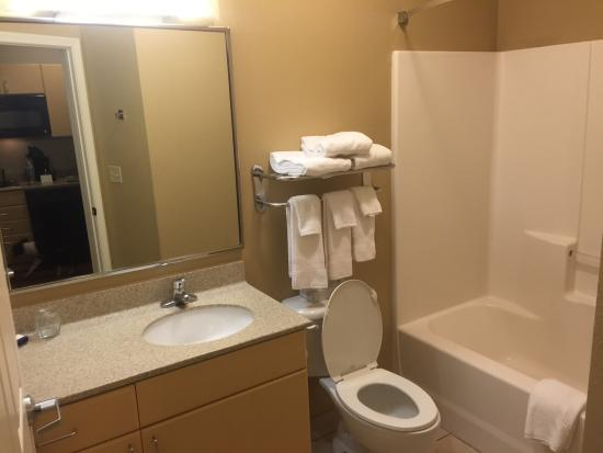 Candlewood Suites Sheridan : Clean bathrooms