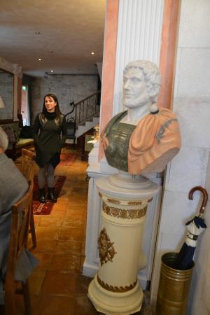Hotel Reggia San Paolo: Il marmoreo guardiano della dimora