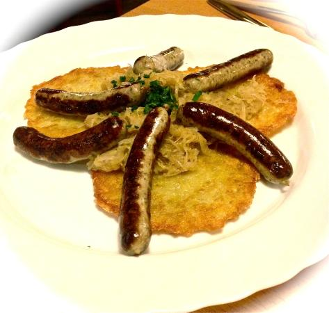 Roter Hahn Rothenburg: Sausage, Potatoe Cakes and Kraut