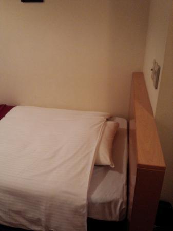 Smile Hotel Hakodate: ベッドはセミダブル