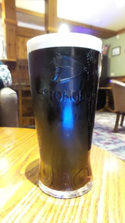 Premier Inn Kilmarnock Hotel: Guiness in a Strong Bow Glass - WTF !!!