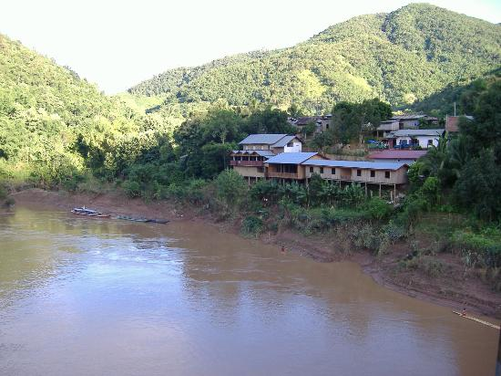 The suburb of Muang Khua who is on the left bank of the Nam Ou
